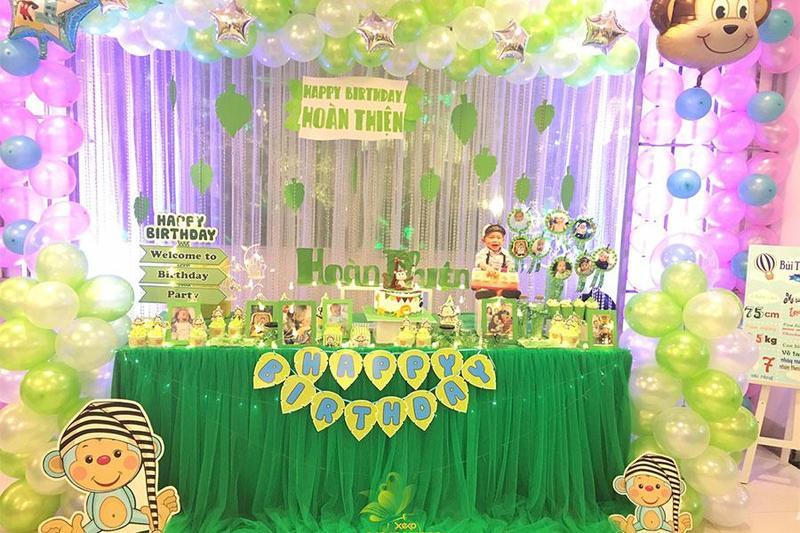 """Trang trí tiệc sinh nhật cho bé trai theo phong cách """"hoạt hình"""""""